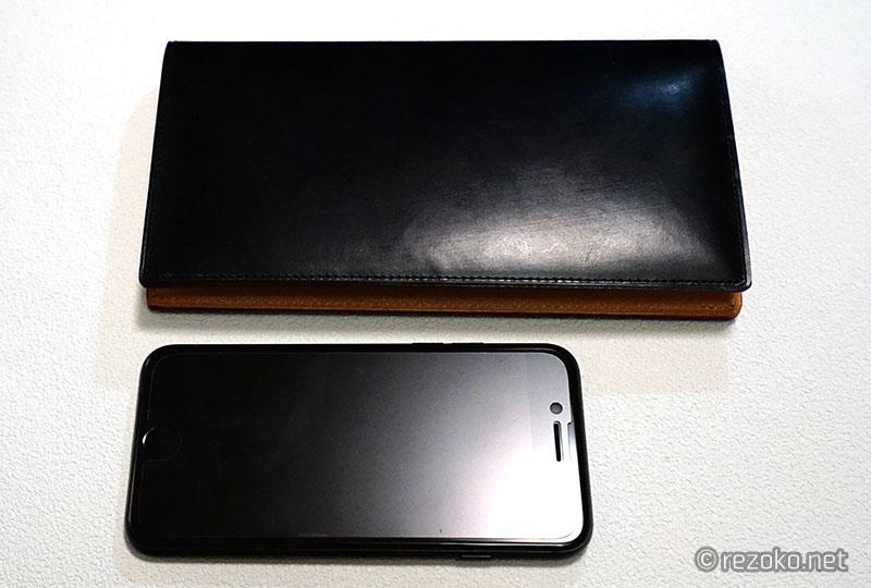 財布とiPhoneのサイズ比較